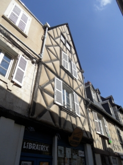 1. Bourges (25)