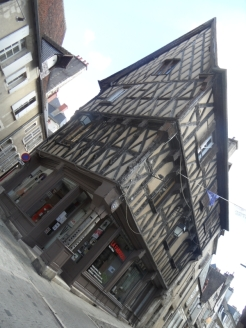 1. Bourges (37)